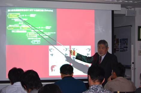 ナソロジーを説明する稲葉先生